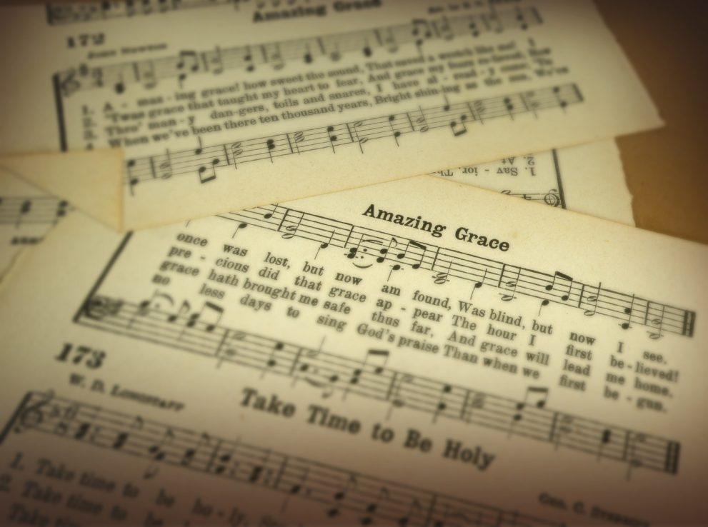 What the hymnals vs. screens debate says about us